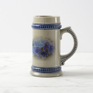 Violetas africanas azules jarra de cerveza