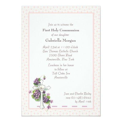 Violetas e invitación religiosa de la cruz
