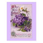 Violetas en cumpleaños del vintage de la cesta postal