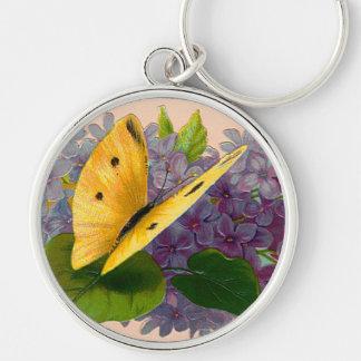 Violetas y mariposa del vintage llavero redondo plateado