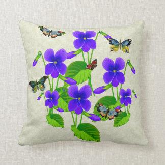 Violetas y mariposas almohadas