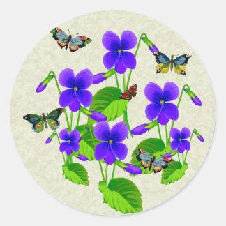 Violetas y mariposas pegatina redonda