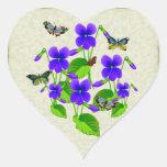 Violetas y mariposas pegatina de corazón personalizadas
