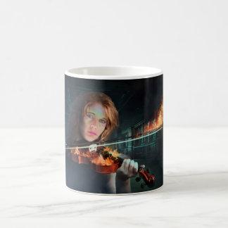 Violín en el fuego taza mágica