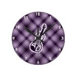 Violín púrpura reloj