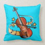 Violín y arco con las notas y las estrellas almohadas