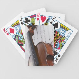 Violín y partitura baraja cartas de poker