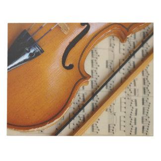 Violín y partitura bloc de notas