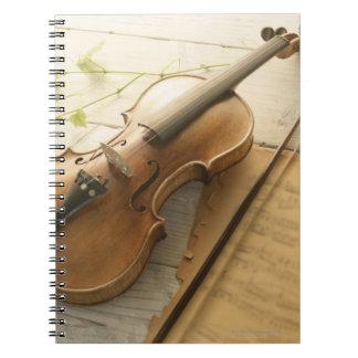 Violín y partitura libro de apuntes