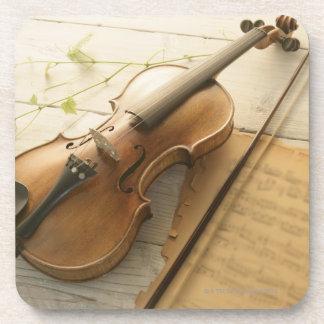 Violín y partitura posavaso