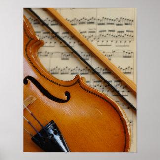 Violín y partitura póster