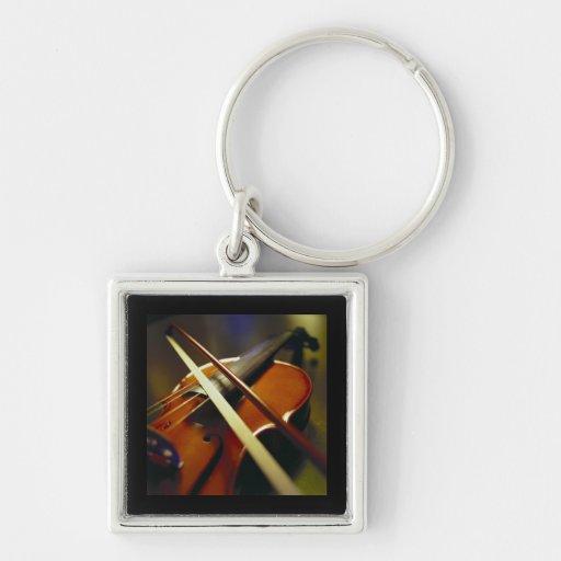 Violín y primer 1 del arco llavero cuadrado plateado
