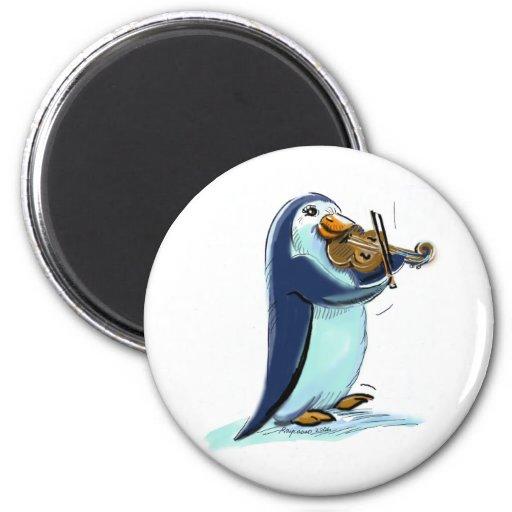 Violinista del pingüino iman de frigorífico