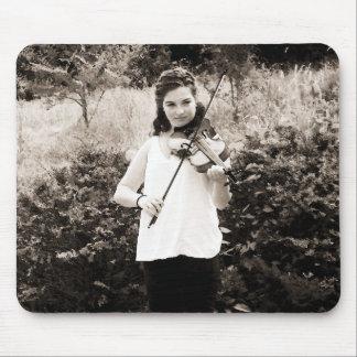 Violinista joven alfombrilla de raton