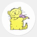 Violinista lindo del gatito etiquetas redondas