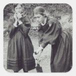 Virginia y Vanesa Stephen, en St Ives, 1894 Calcomania Cuadradas Personalizadas