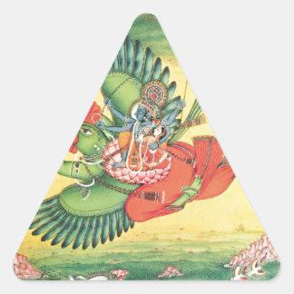 Vishnu y Lakshmi que montan Garuda, el grande Pegatina Triangular