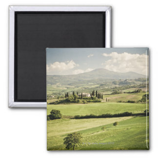 Visión a través del paisaje toscano al cortijo y a imán para frigorifico