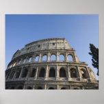 Visión amplia que mira para arriba el Colosseum Póster