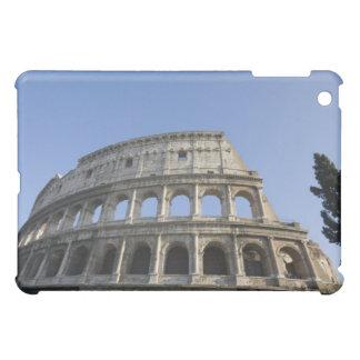 Visión amplia que mira para arriba el Colosseum ro