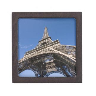 visión amplia que mira para arriba la torre Eiffel Caja De Joyas De Calidad