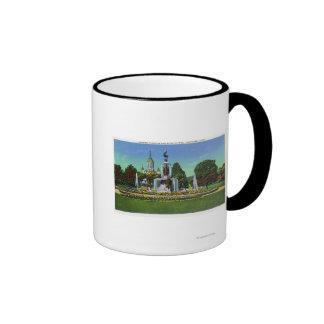 Visión con el edificio del capitolio del estado en tazas de café