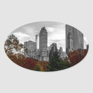 Visión desde el Central Park en New York City Colcomanias De Óval Personalizadas