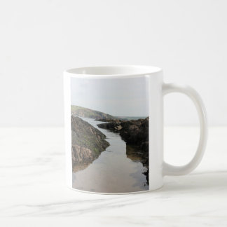 Visión desde la isla del municipio escocés hacia l tazas de café