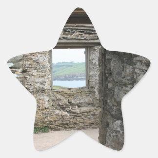 Visión desde la isla del municipio escocés hacia calcomanía cuadrada