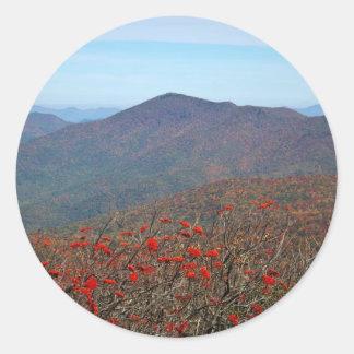 Visión desde la montaña escarpada de la bóveda pegatina redonda