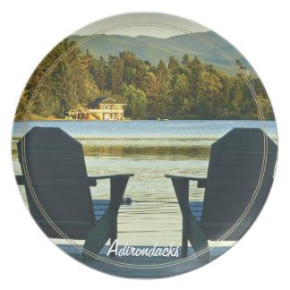 Visión desde las sillas en el Adirondacks, NY de A Platos
