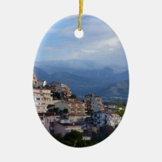 Visión desde una ciudad calabresa de la colina adornos