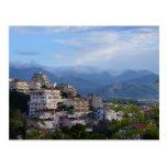 Visión desde una ciudad calabresa de la colina tarjetas postales