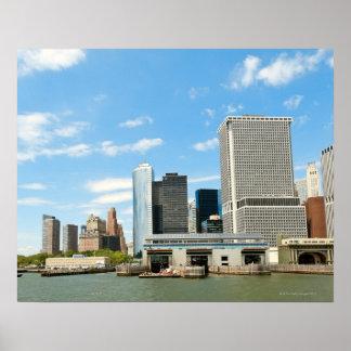 Visión panorámica en los rascacielos y el parque d poster