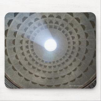 Visión por dentro del panteón hasta la cúpula alfombrilla de ratones