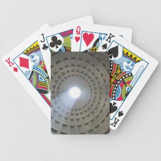 Visión por dentro del panteón hasta la cúpula baraja cartas de poker