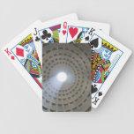Visión por dentro del panteón hasta la cúpula barajas de cartas