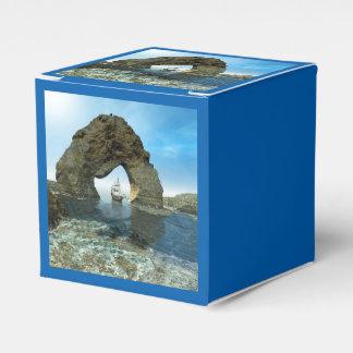 Visión sobre el océano con la nave caja para regalos de fiestas