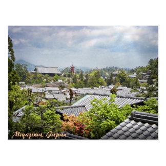 Visión sobre el pueblo de Miyajima Tarjetas Postales