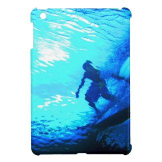 Visión subacuática que practica surf