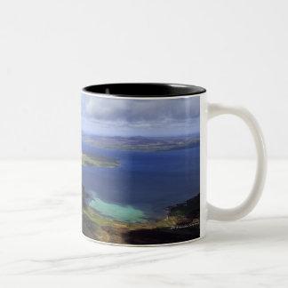 Visión superior: continente del sonido, graemsay y taza de café