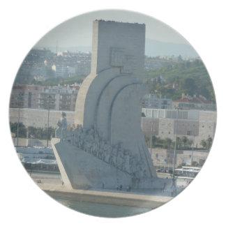 Visiónes costeras - monumento a los descubrimiento platos