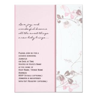 Visiones de la mariposa en la invitación rosada de