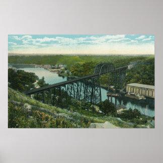 Vista aérea de la cala de Rondout y del puente de Poster
