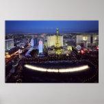 Vista aérea de la tira de Las Vegas en la noche Poster