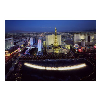 Vista aérea de la tira de Las Vegas en la noche Póster