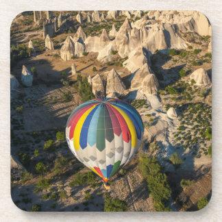 Vista aérea de los globos del aire caliente, posavaso