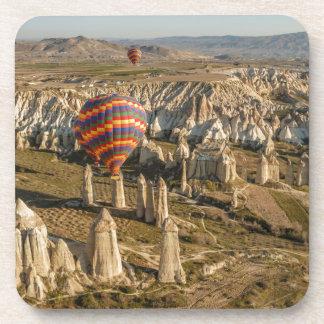 Vista aérea de los globos del aire caliente, posavasos de bebida