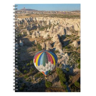 Vista aérea de los globos del aire caliente, spiral notebook
