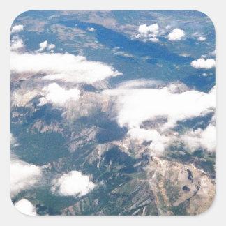 Vista aérea de montañas rocosas pegatina cuadrada